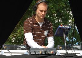 DJ MIKE POST, dj club, dj soirée étudiante clubbing, disc Jockey pour soirée de rallye